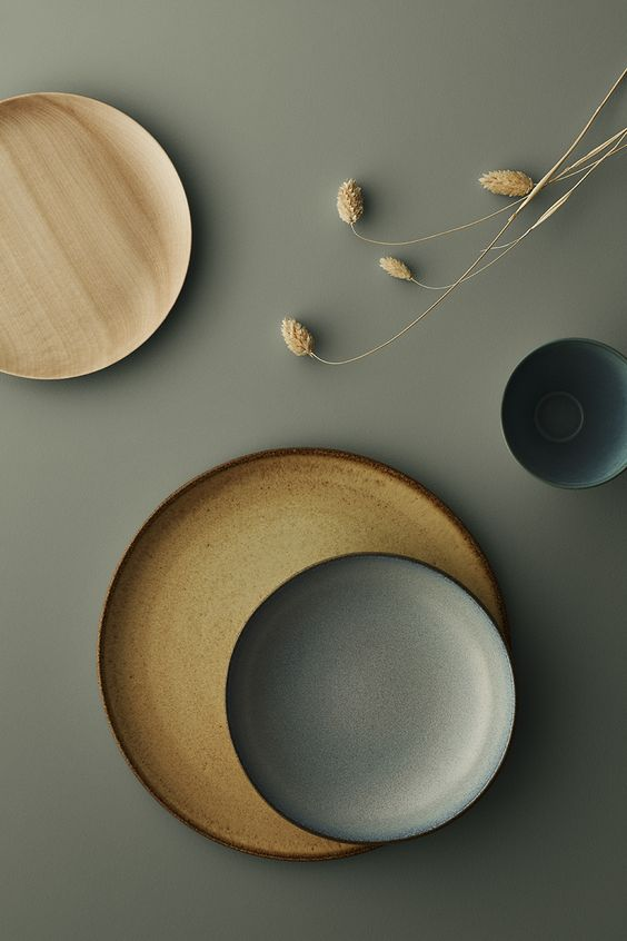 plates in natural colours